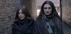 """Rachel Weisz e Rachel McAdams em uma paixão proibida em """"Desobediência"""""""
